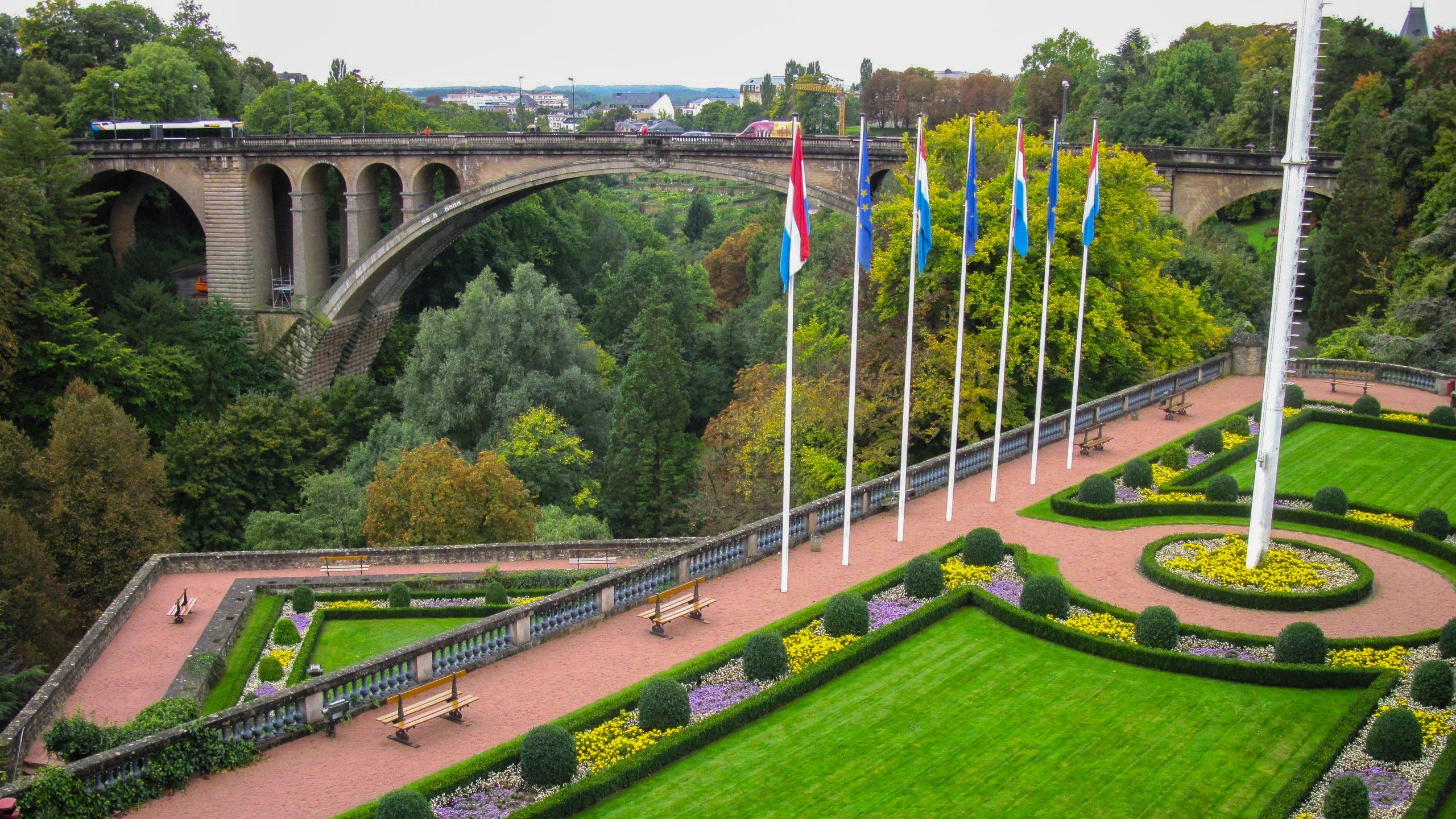 Lüksemburg 2 1 scaled - Lüksemburg Kısa Kısa Stajyer ve Beyaz Yakalılara
