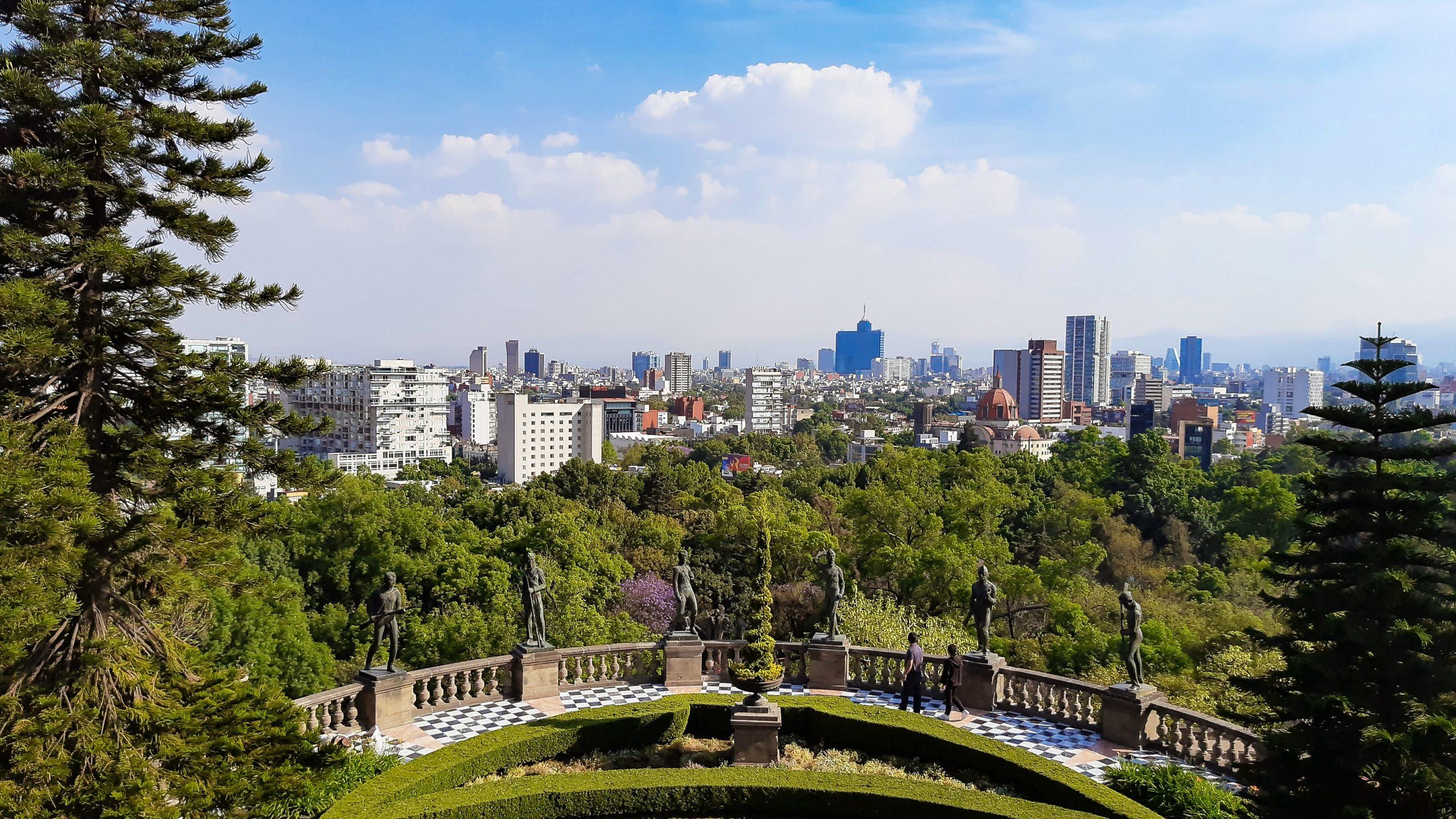 chapultepec scaled - Meksiko'yu 10 Mekanla Tanımak
