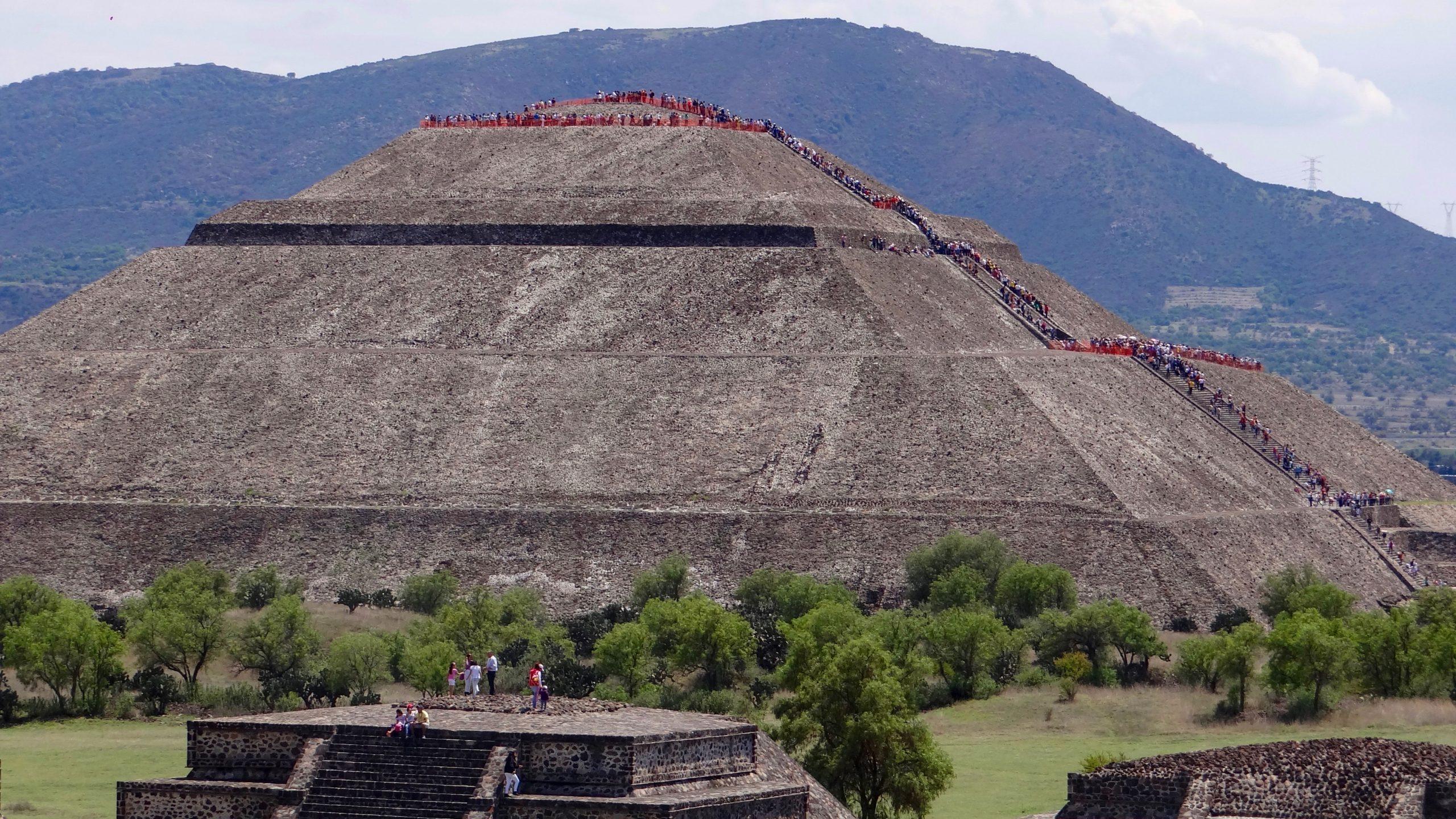 teotihuacan scaled - Meksiko'yu 10 Mekanla Tanımak