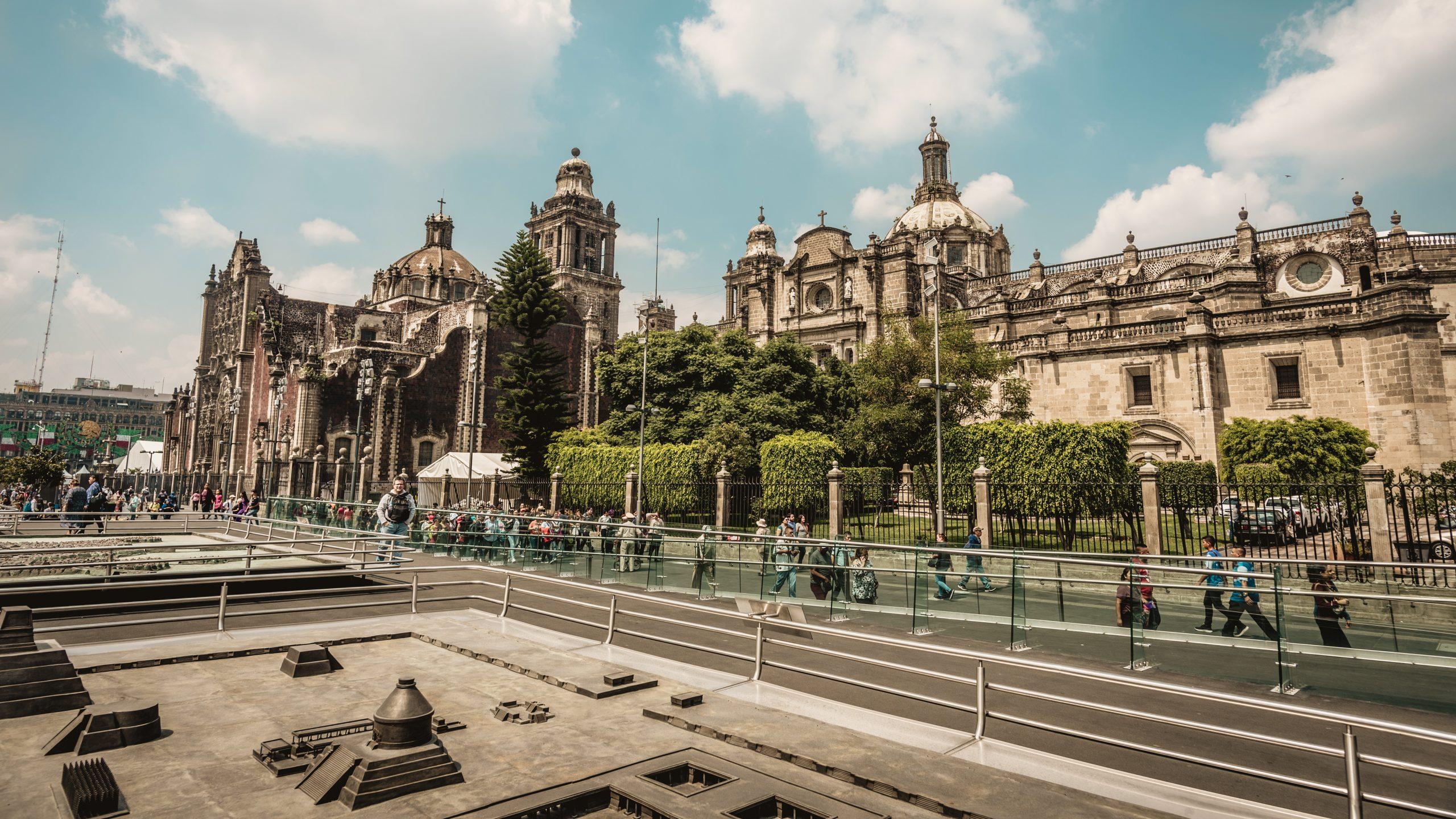 zocalo meydanı scaled - Meksiko'yu 10 Mekanla Tanımak